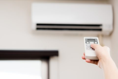 エアコンをつけっぱなしにした電気代はいくら?切るほうが良いのか?