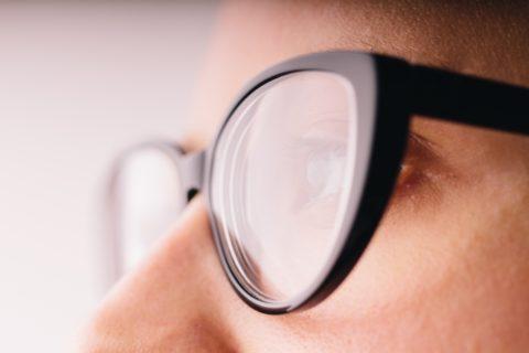 視力低下の原因と回復をさせる方法