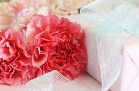母の日にカーネーションの花束が人気?プレゼントする由来と意味